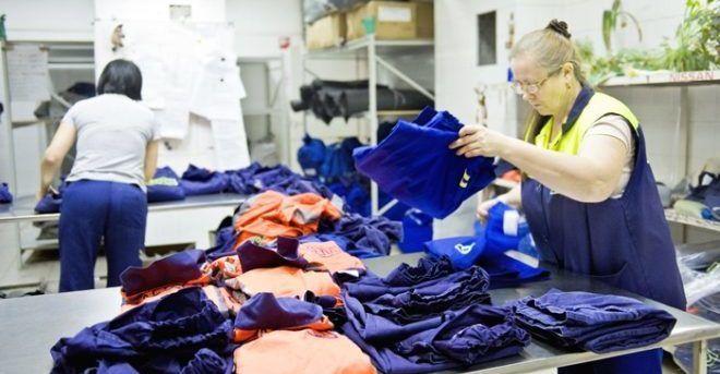 Рассортировка одежды по цвету