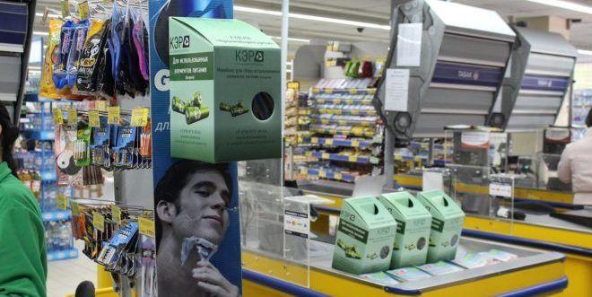 Контейнеры батареек в супермаркете