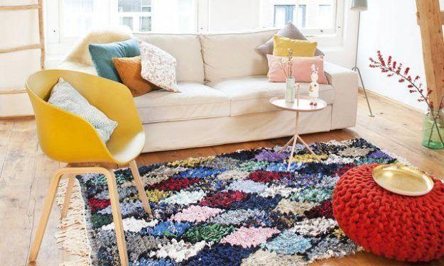 Оригинальный способ переработки старой одежды, создавая из неё ковры ручной работы