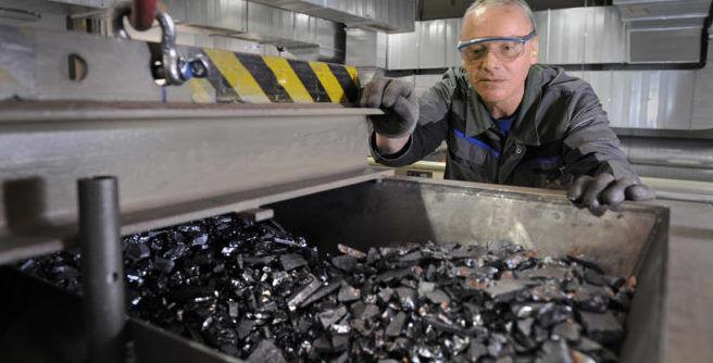 Переработка отсортированных частей аккумуляторов