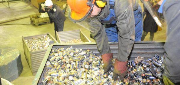 Процесс переработки элементов питания