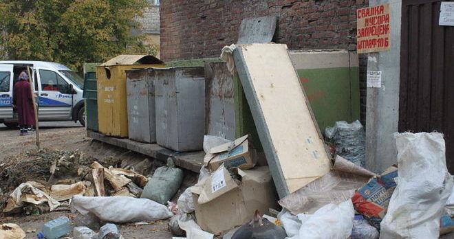 Переполненые баки с мусором