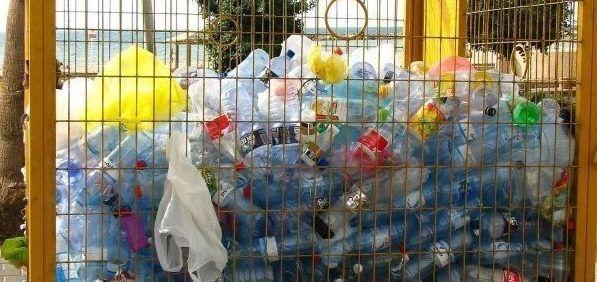 В Волжском устанавливают контейнеры для утилизации ПЭТ бутылок
