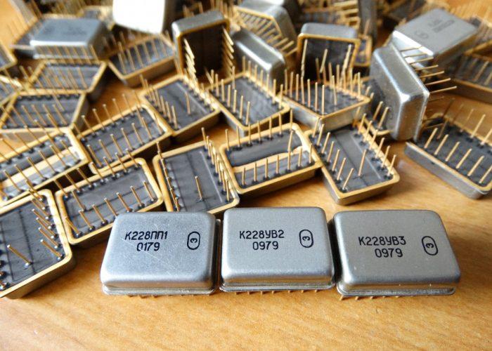 Микросхема К228